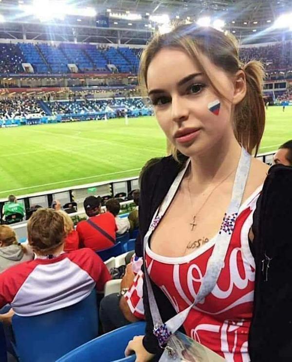 a5355d29db6 Самые красивые фанатки ЧМ-2018 в России
